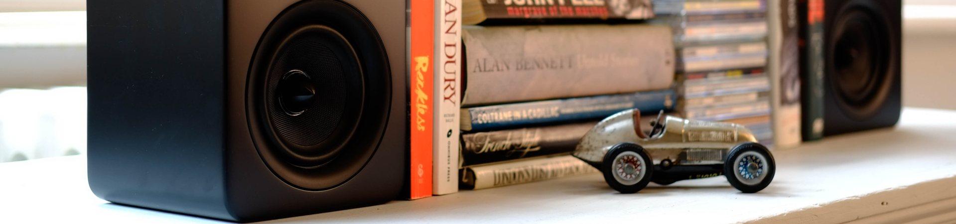 roth_lifestyle_speaker_bookshelf